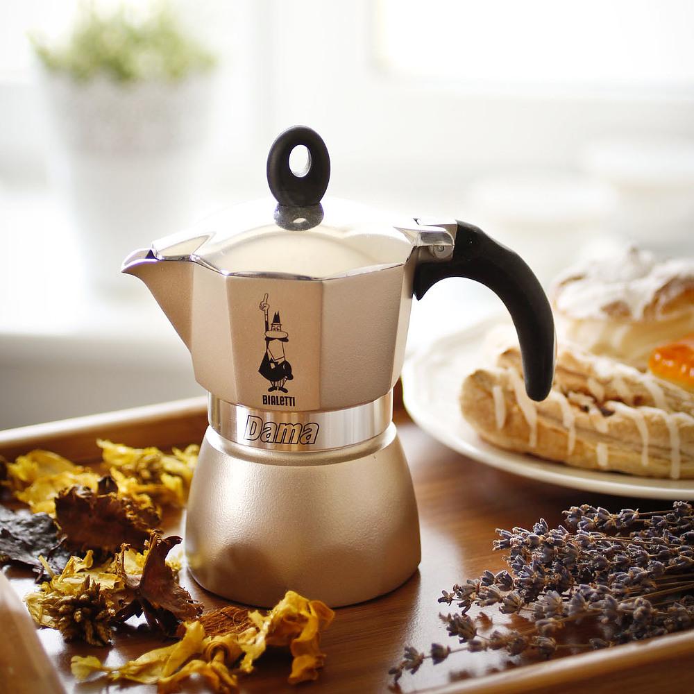 wloska-kawiarka-aluminiowa-cisnieniowa-bialetti-dama-glamour-gold---kafetiera-na-3-filizanki-espresso_2.jpg
